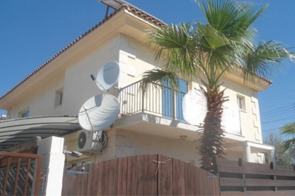 3 Bedroom House with Swimming Pool for Rent in Limassol Tourist Area