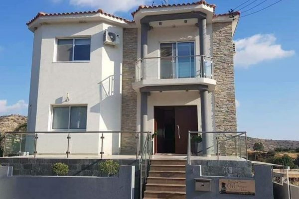 5 Bedroom House for Sale in Palodia, Limassol