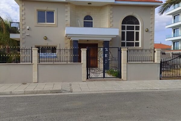 4 Bedroom Detached House for Sale in Tourist area, Pot. Germasogeia, Limassol