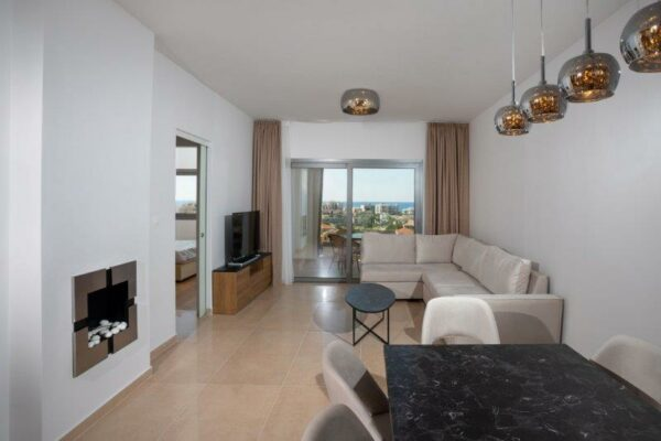 3 Bedroom Sea-View Apartment with Roof Garden for rent, Pot. Germasogeia, Limassol